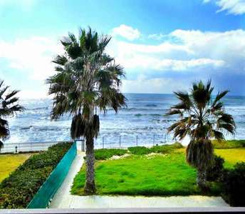 SEAFRONT HOUSE FOR SALE IN PERVOLIA LARNACA