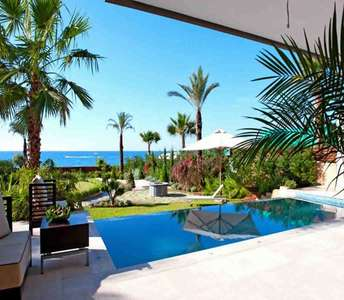 Sea view villa in Limassol