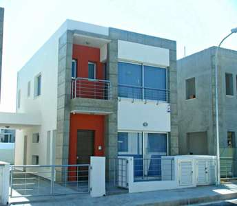 HOUSE FOR SALE WITH POOL LIMASSOL