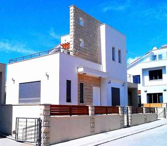 BUY SEASIDE HOUSE PAREKLISIA LIMASSOL