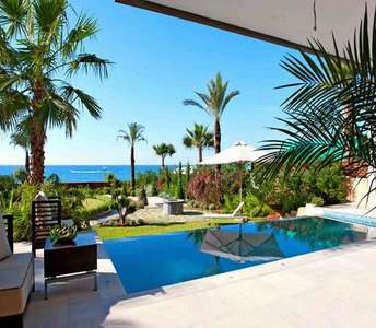 Элитная пляжная недвижимость в Лимассоле