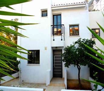 SEASIDE HOUSE IN LARNACA FOR SALE