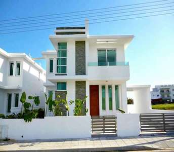 HOUSE IN LARNACA FOR SALE