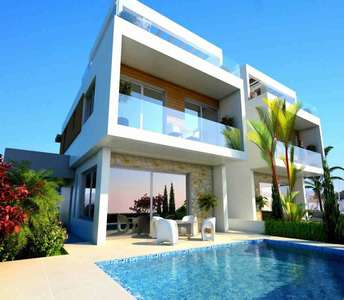 Homes in Larnaca with swimming pool