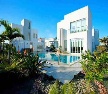 BUY SEASIDE HOME IN LARNACA