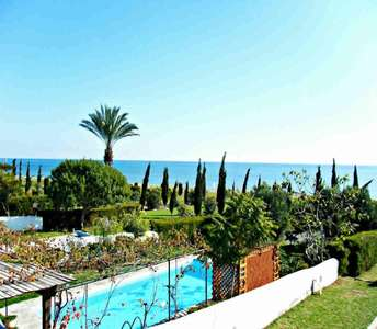 Seafront villas for sale in Larnaca