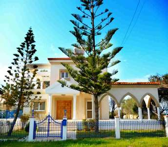 PROPERTY FOR SALE IN PERVOLIA LARNACA