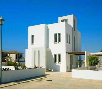 BEACHSIDE HOMES FOR SALE IN LARNACA