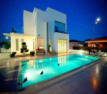 BUY SEASIDE PROPERTY IN LARNACA