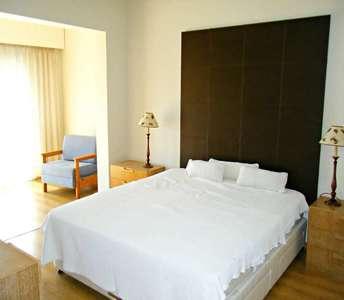 5 спальный дом на продажу в Лимассоле
