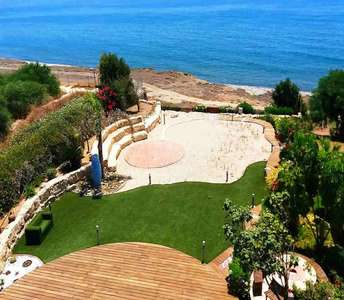 Seafront property in Maroni