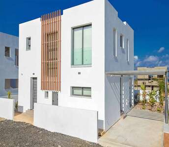 BEACHSIDE HOME FOR SALE IN PROTARAS