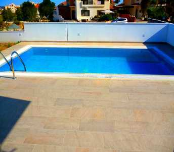 Σπίτι στην Λάρνακα με πισίνα