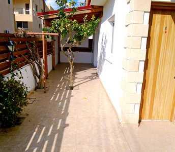 Кипрский дом в Ларнаке