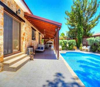 House in Limassol with swimming pool