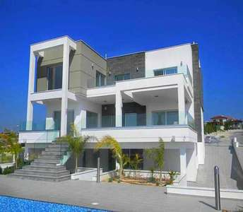 LUXURY SEA VIEW VILLA IN LIMASSOL