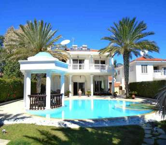 SEAFRONT LUXURY VILLA IN LARNACA