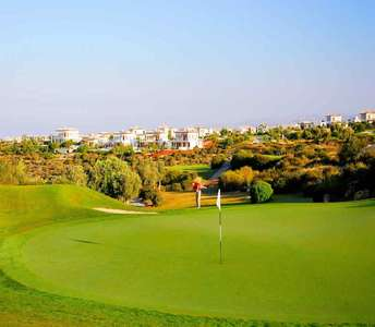 Penthouse one bedroom in golf course Paphos