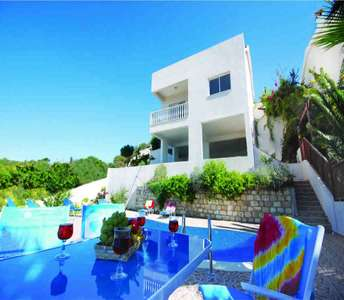 SEA VIEW VILLA FOR SALE IN PAPHOS
