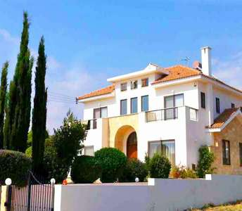 BUY VILLA IN GOLF PAPHOS