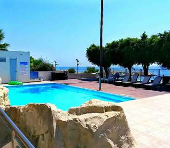 SEAFRONT APARTMENT IN LIMASSOL